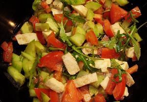 Salát s rukolou a mozzarellou