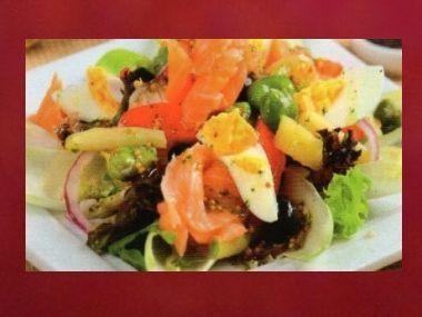 Večeře 50  Salát s lososem