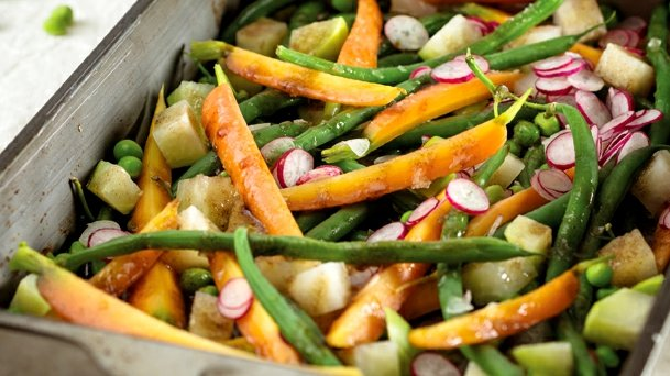 Jarní zelenina s medovou zálivkou