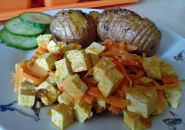 Tofu směs s mrkví a pečenými brambory recept