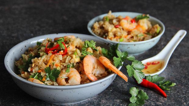 Thajská smažená rýže s krevetami a pikantní zálivkou