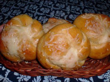 Sýrové pletýnky z domácí pekárny