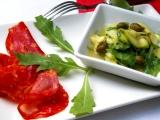 Cuketový salát s rukolou a kapary recept