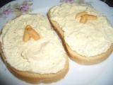 Sýrová pomazánka s burskými oříšky recept
