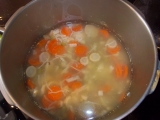 Zeleninová polévka s droždovými knedlíčky recept