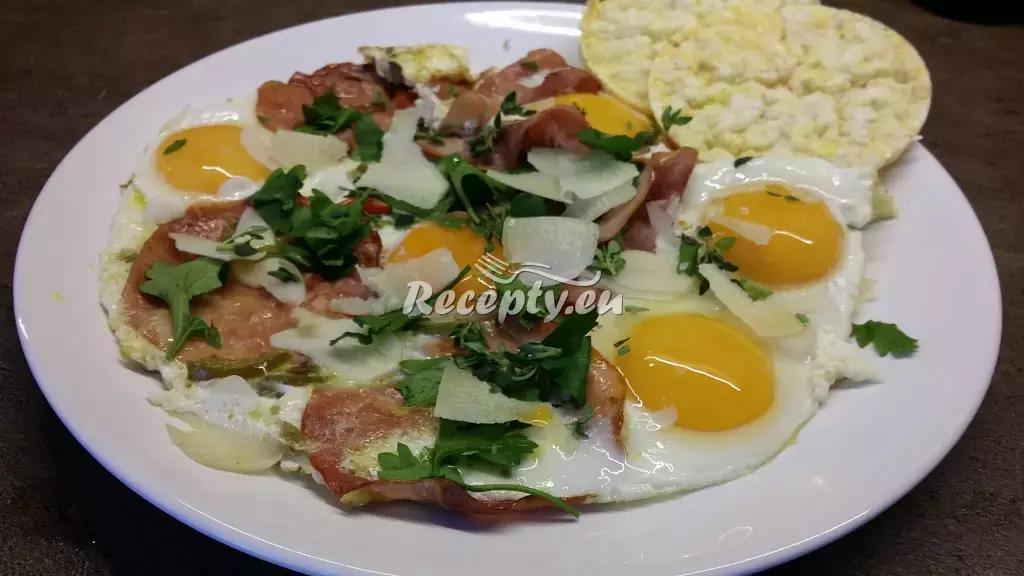 Vejce na rajčatech recept  jídla z vajec