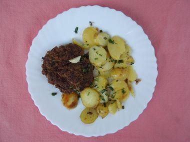 Grilované mleté maso s kysaným zelím