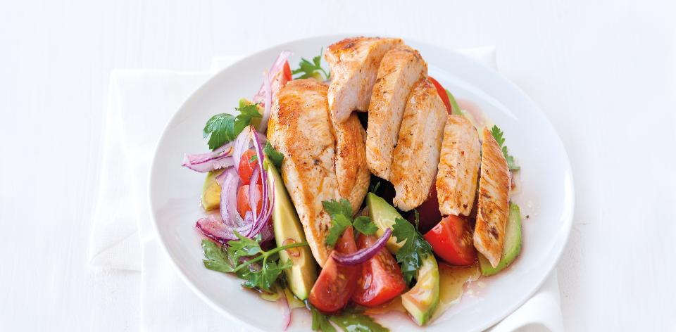 Kuřecí prsa s avokádovým salátem