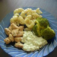 Kuřecí nudličky s brokolicí a nivovou omáčkou recept