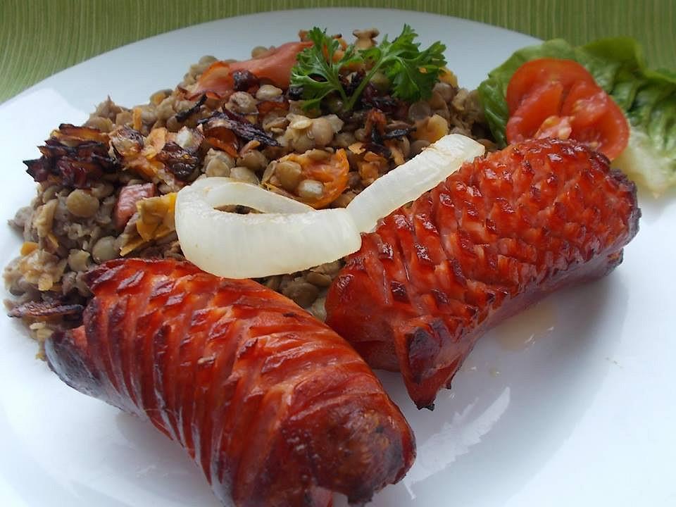 Čočka s mrkví, rajčátky a celerem, podáváná se špekáčky recept ...