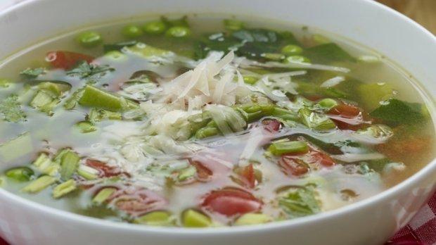 Jarní polévka minestrone s těstovinovou rýží
