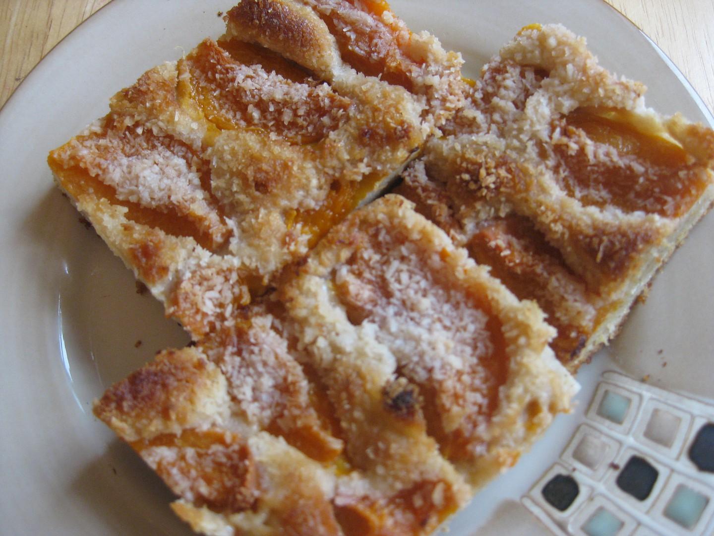 Bezlepkový ovocný koláč ze zakysané smetany recept  TopRecepty ...