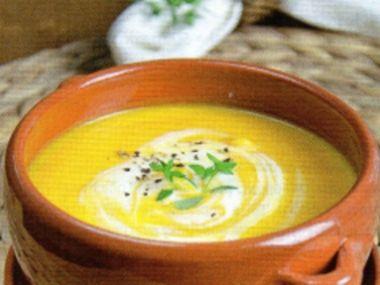 Dýňová polévka s kurkumou