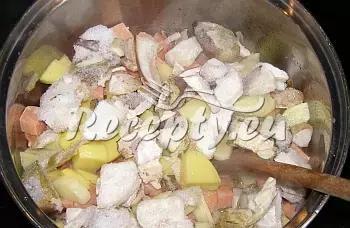 Bramborový guláš s hřibem recept  bramborové pokrmy