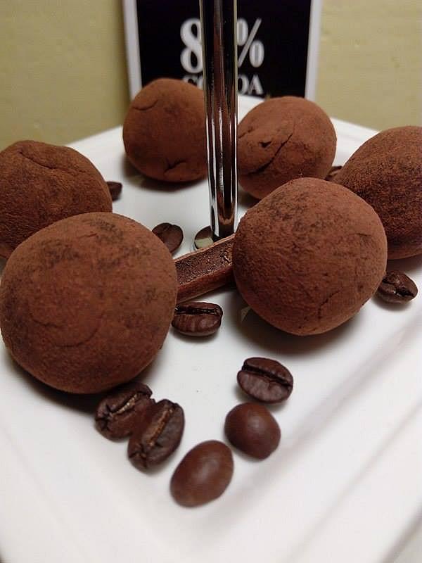 Lanýžové pralinky ve skořicovo-kakaovém pudru recept ...