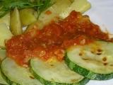 Opečená cuketa s rajčatovou směsí recept