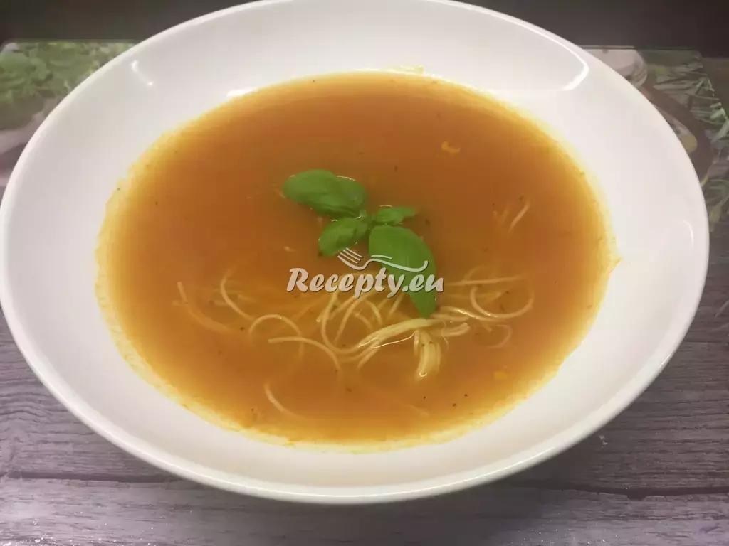 Tomatová polévka zdobená parmazánem recept  polévky  Recepty ...