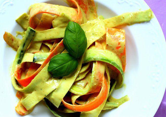 Zeleninové nudle s kokosovo-arašídovou omáčkou recept ...