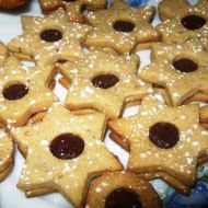 Ořechové cukroví slepované marmeládou recept