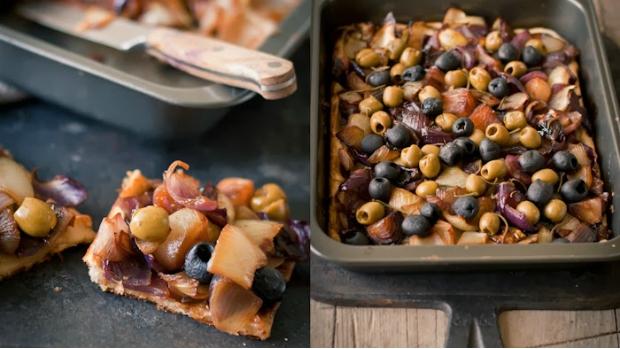 Koláč s karamelizovanou cibulí a olivami