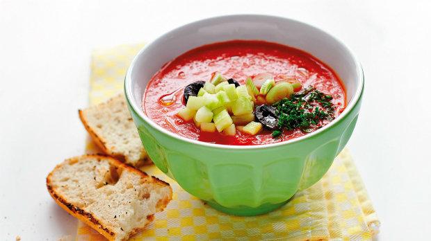 Studená španělská polévka s rajčaty – gazpacho