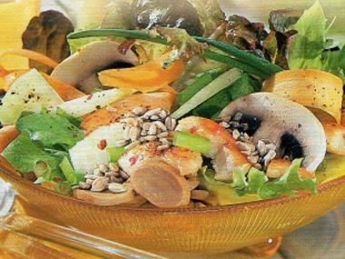 Salát s kuřecím masem a žampiony