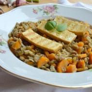 Dušená čočka s mrkví a uzeným tofu recept
