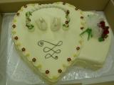 Svatební dort dvojsrdce s labutěmi recept