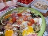 Špenátovo-cuketová omeletka se slaninou / k snídani / recept ...