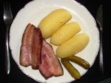 Uzené s áčkovými brambory recept