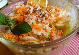Svěží ledový salát se šunkou, mrkví, kefírem a oříšky recept ...