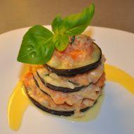 Lilek se sýrem, bazalkou a rajčaty recept