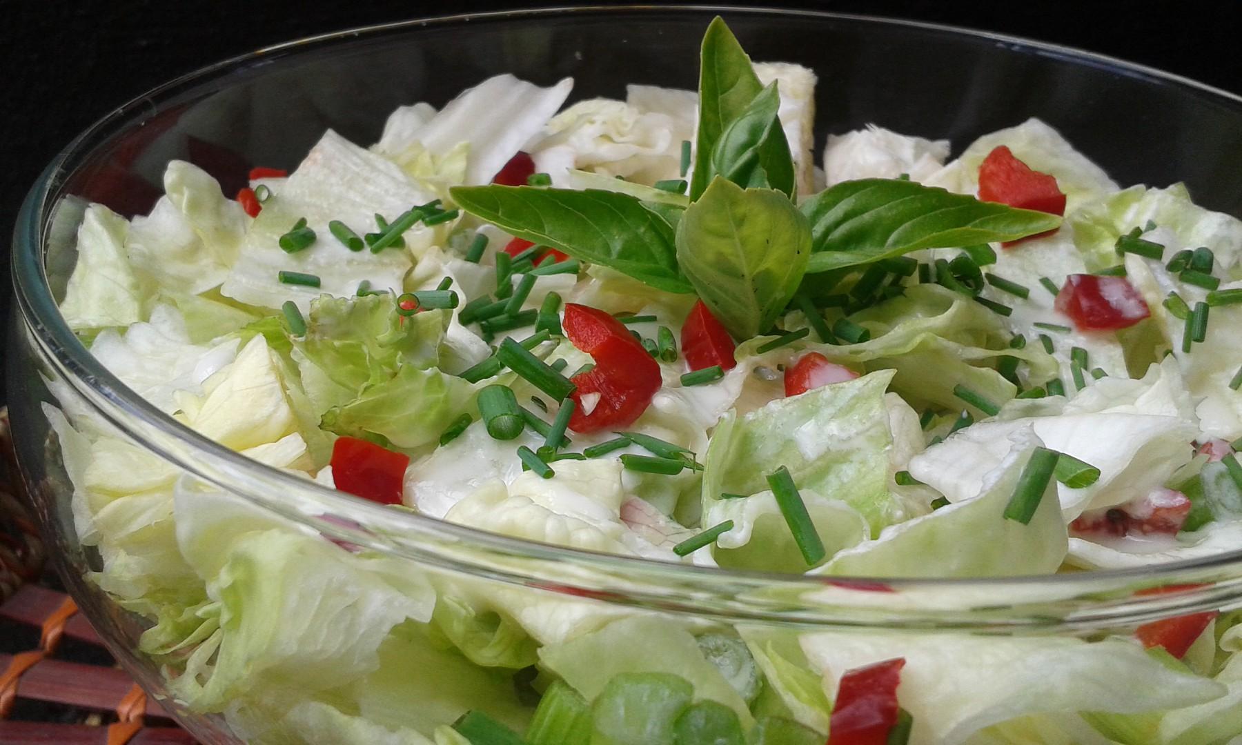 Ledový salát se zálivkou z Nivy recept