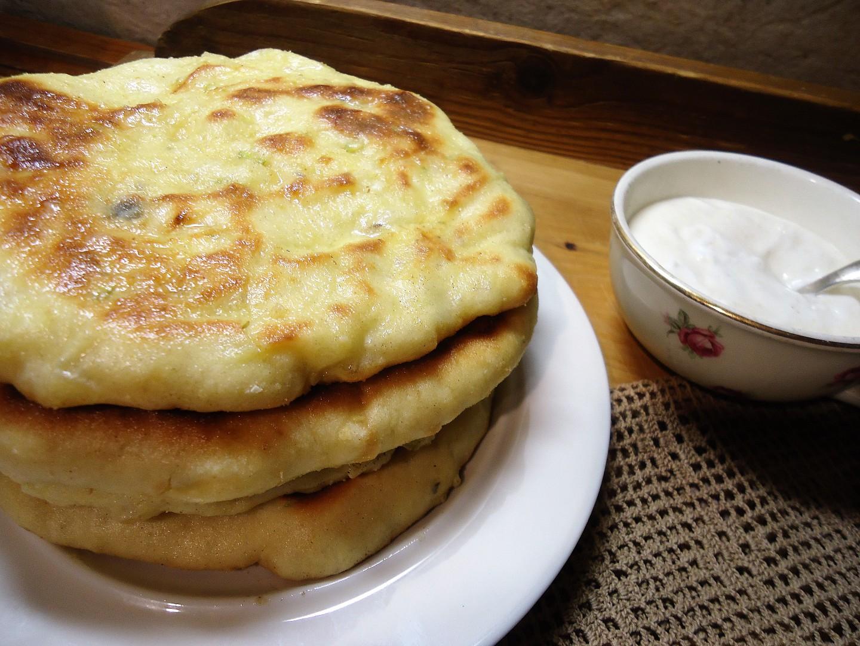 Jogurtové placky plněné sýrem recept
