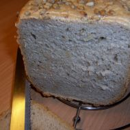 Slunečnicový chléb polotmavý recept