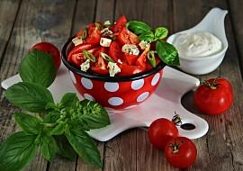 Rajčatový salát s Nivou a bazalkou recept