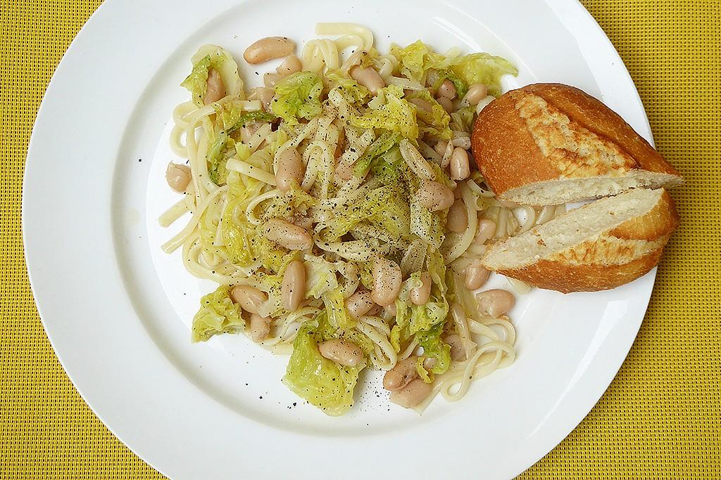 Linguine s česnekovou kapustou a bílými fazolemi recept ...