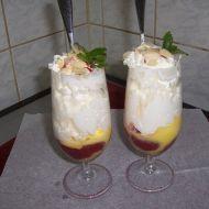 Horké jahody se zmrzlinou a vaječným koňakem recept