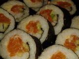 Sushi s čerstvým lososem naloženým v soli recept