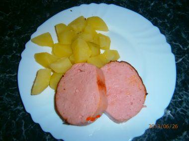 Šlehaná sekaná s bramborem.
