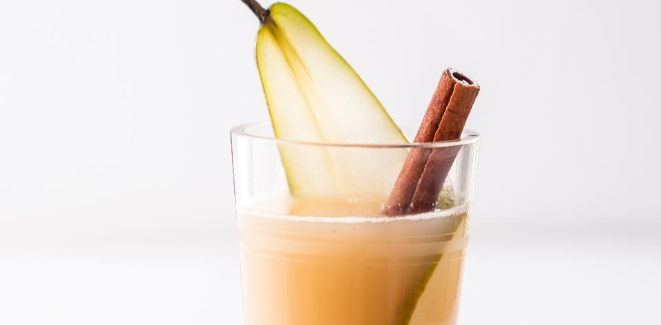 Horký hruškový nápoj