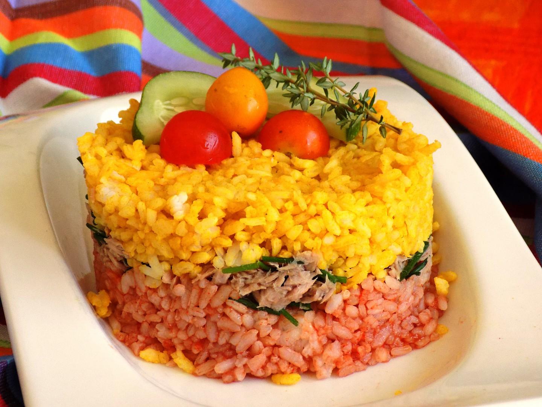 Barevná rýže s tuňákem recept