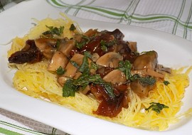 Špagetová dýně se žampiónovou omáčkou recept