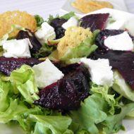 Salát s pečenou červenou řepou a sýrem recept