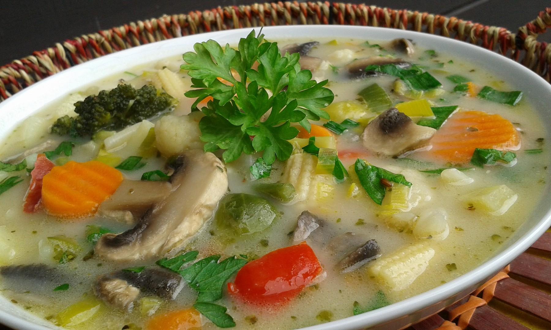 Zeleninovo-žampionová polévka recept