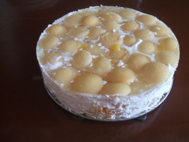 Nepečený dort ze zakysané smetany