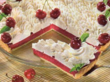 Třešňový koláč se šlehačkou