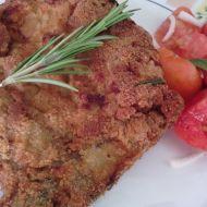 Pikantní kotleta s česnekovo-rozmarýnovým obalem recept