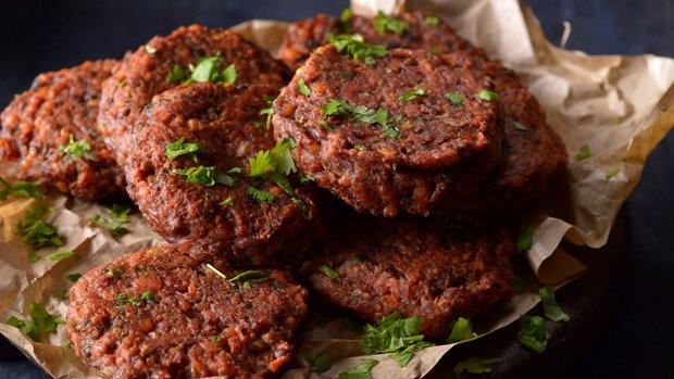 Indické hamburgery s červenou řepou