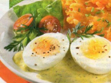 Vejce v hořčičné omáčce a bramborovo-mrkvové pyré